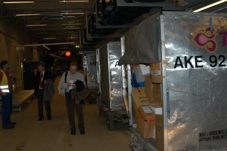 Tre containrar fyllda med 1,5 ton sjukvårdsmaterial