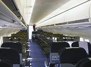 SAS MD-90 inredd med plats för 36 patienter på bårar och 40 sittande.
