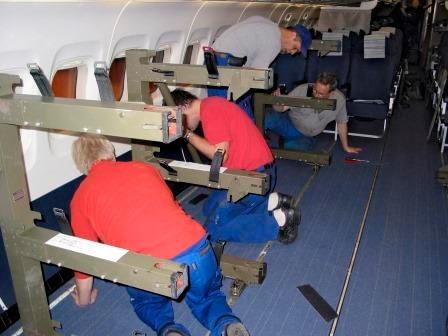 Installation av bårstativ i SAS MD-80 till